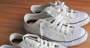 Cómo lavar zapatillas blancas para que queden relucientes